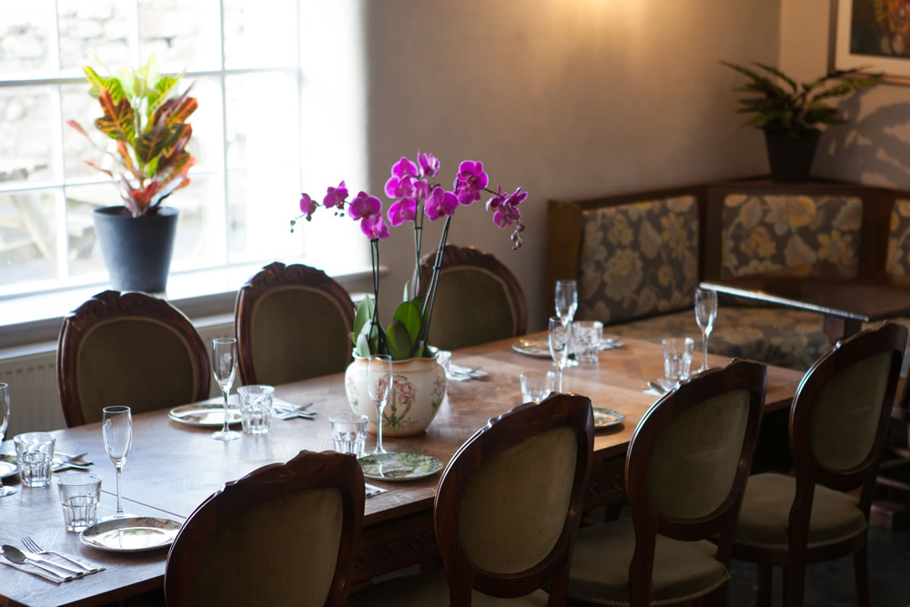 dine the coombe barton inn